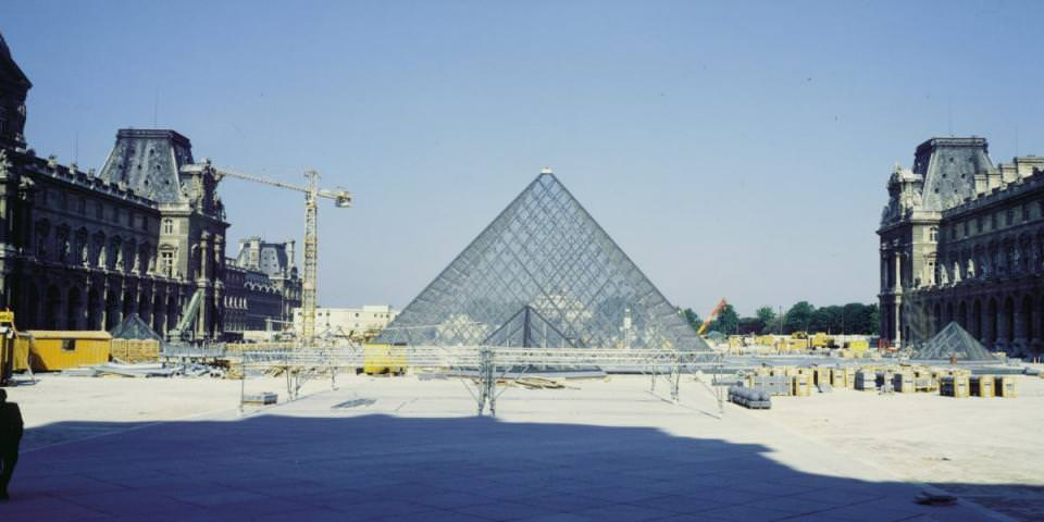 1985 - 1989 : construction de la pyramide du Louvre, Paris (75)